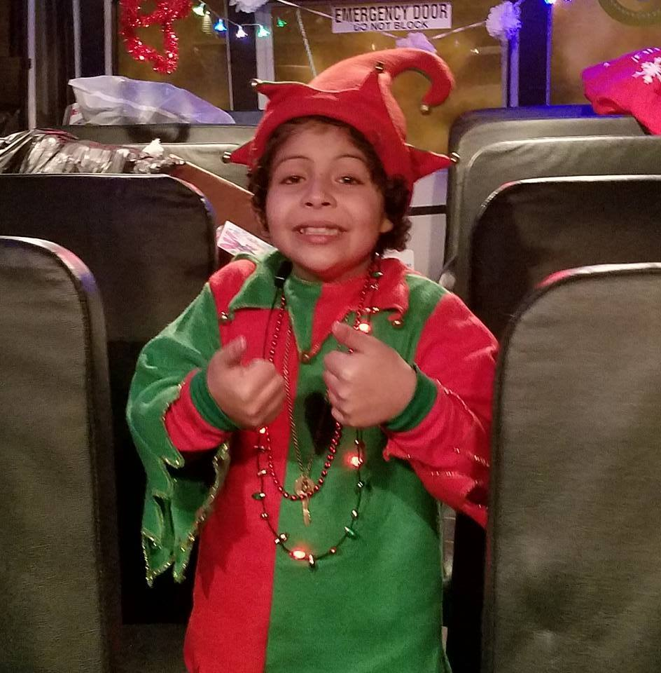 FiOS 1: Volunteers Dress Up And Deliver Holiday Cheer To Kids With Life-threatening Illnesses